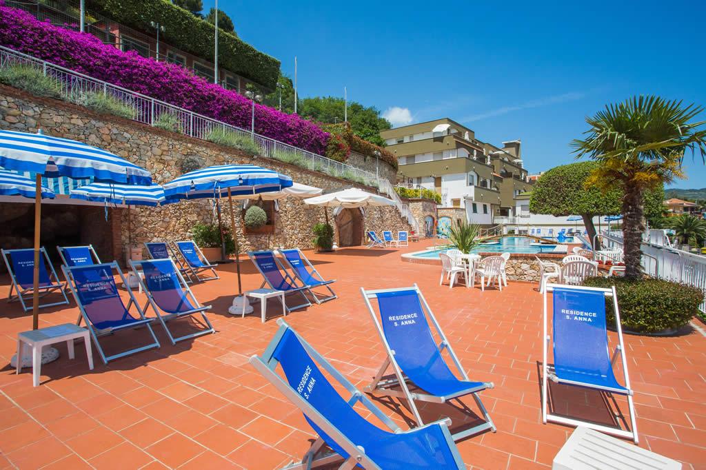 Residence appartamenti con piscina vista mare pietra for Piantina della piscina